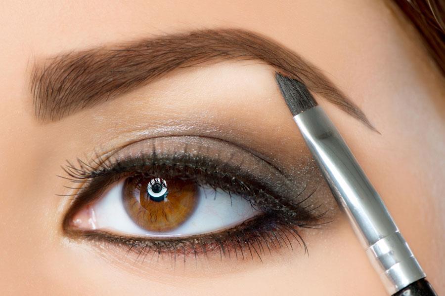 Técnica del modelado de cejas