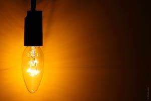 Cómo limpiar las bombillas o tubos fluorescentes