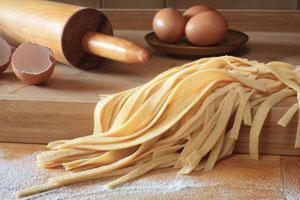 Trucos para cocinar y preparar la masa para pasta. Tips para hacer pasas caseras. Cómo elaborar pasta casera, cocinar y elegir la salsa