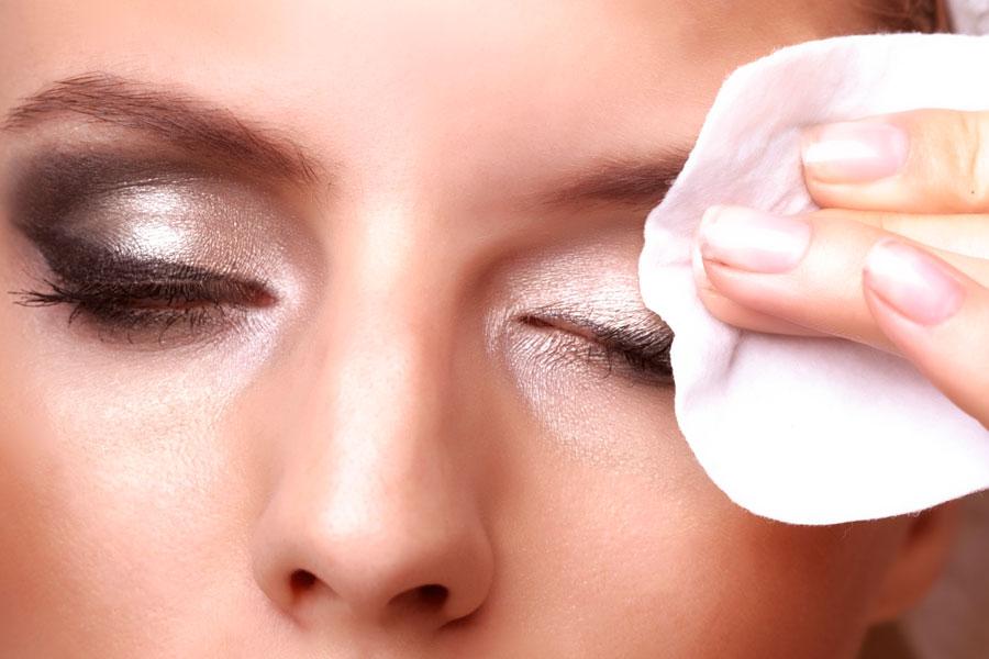Cómo desmaquillar los ojos