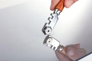Métodos para cortar vidrio. 3 tecnicas para cortar un vidrio de forma curva, circular o perforar el vidrio. Cortar vidrio facil y rapido