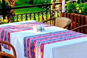 Consejos para elegir el mantel adecuado. Tips para la elección de un mantel para la mesa. Qué mantel elegir según la mesa y evento