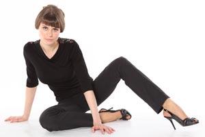 Cómo evitar y eliminar el brillo de un pantalón negro