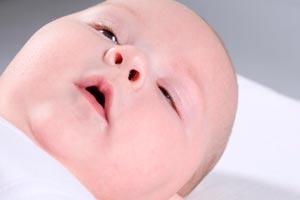 Cómo enseñar a dormir al bebé y pasarlo a su propio cuarto