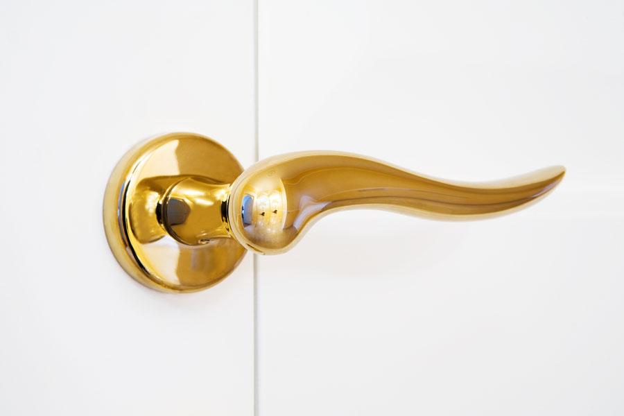 Truco muy simple para limpiar objetos de bronce. Cómo mantener limpio el bronce.