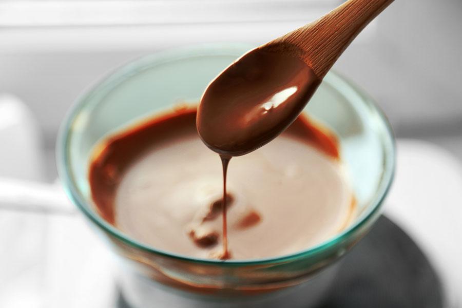 Cómo templar el chocolate para hacer huevos de pascuas o bombones
