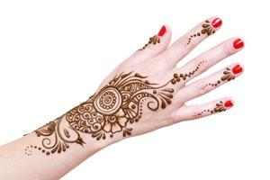 Cómo quitar un tatuaje de henna