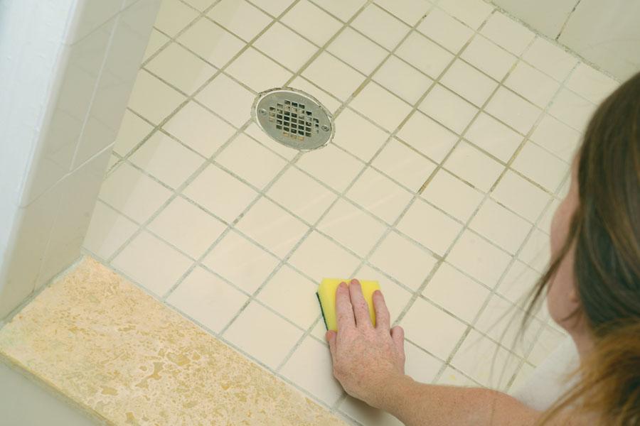 Quitar Azulejos Baño:Trucos caseros para quitar el moho de los azulejos del baño Cómo
