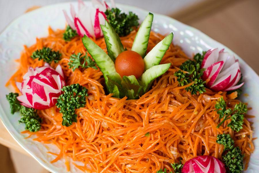 Ideas para complementar y decorar las ensaladas. Ingredientes que puedes utilizar para decorar ensaladas