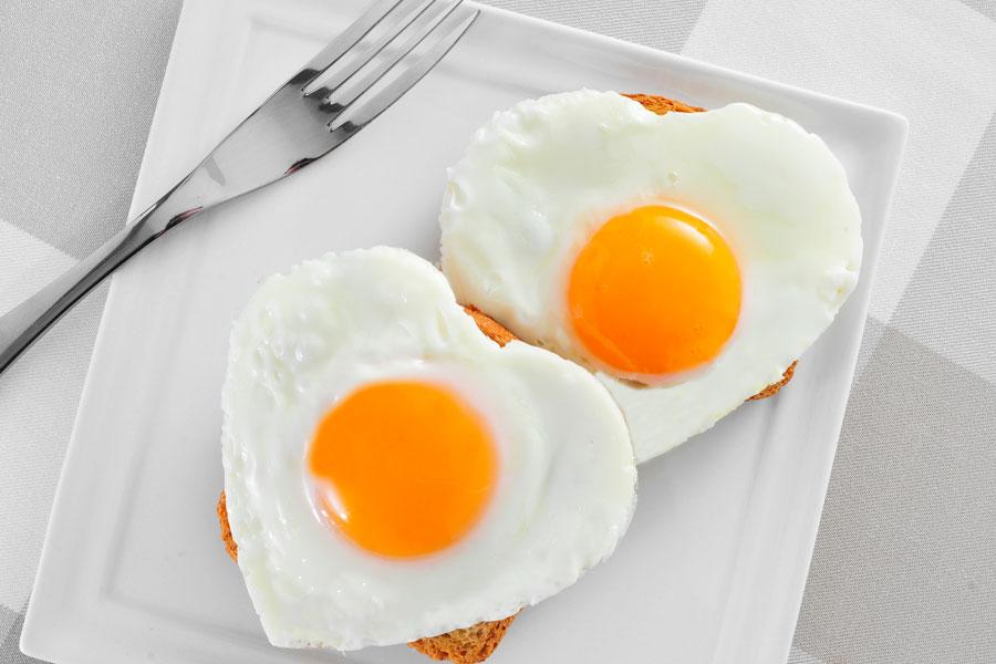 Cómo preparar huevos al plato