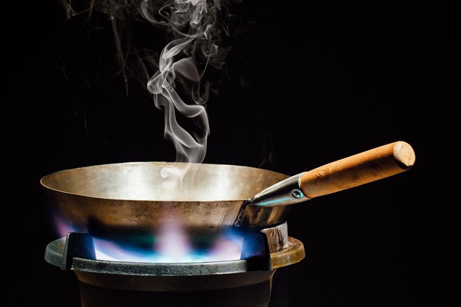 Trucos para evitar que el aceite se queme. Cómo evitar que el aceite para cocinar se queme. Evita que las comidas se arruinen con aceite quemado