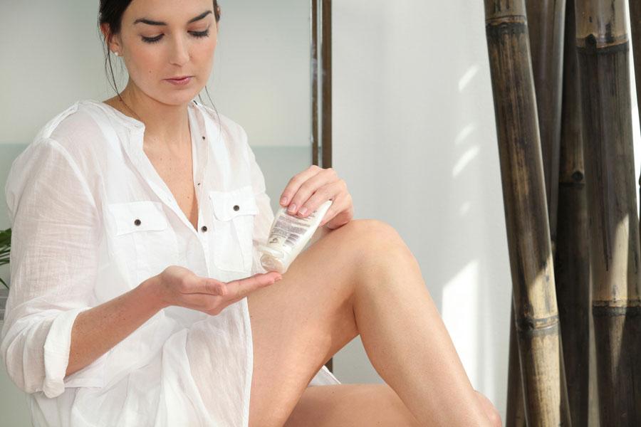 Cómo hidratar las piernas depiladas con maquinita de afeitar o rasuradora.