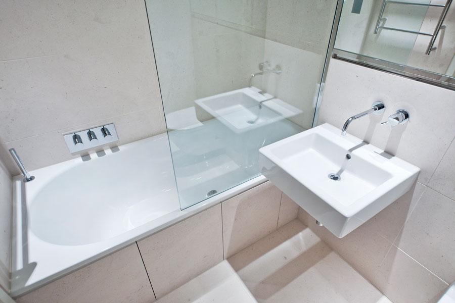 Trucos para limpiar las mamparas del baño. Métodos de limpieza de las mamparas. Cómo limpiar l
