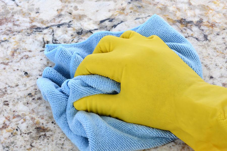 Consejos de cuidado del granito. Cómo cuidar y mantener suelos de granito. Limpieza y cuidados de suelos de granito.
