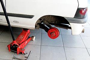Cómo controlar los amortiguadores del auto