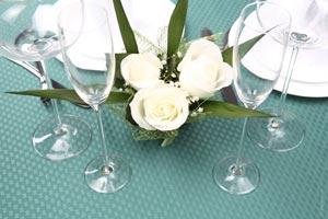 Como adornar una mesa romantica?