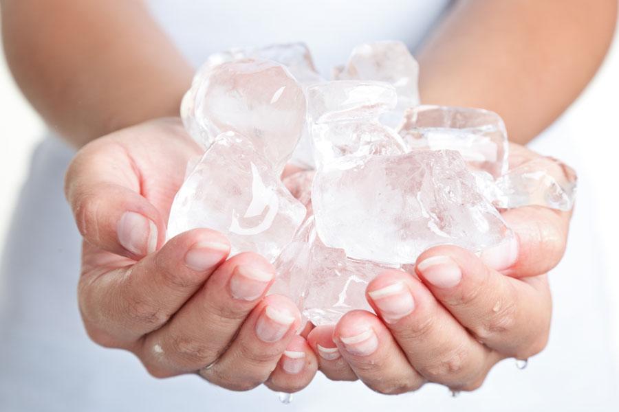 Cómo hacer un recipiente de hielo