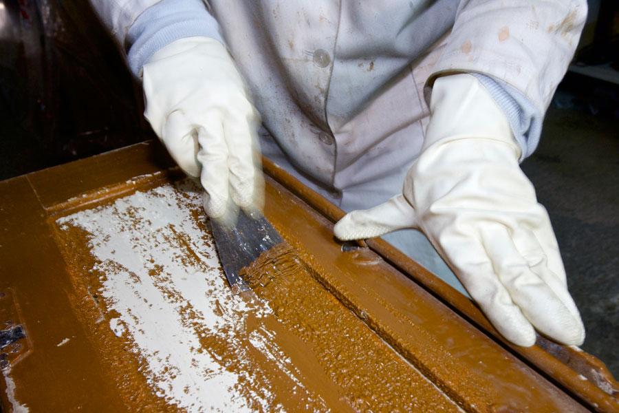 Cómo decapar metales con zonas difíciles