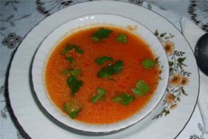 Cómo hacer sopa de arroz y tomate en el microondas