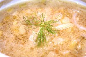 Cómo cocinar una sopa de hinojo y céleri con eneldo