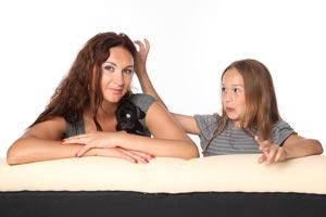Cómo convencer a tus padres a quedarte en casa de un amigo