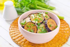 Cómo preparar ensalada de berenjenas y almendras