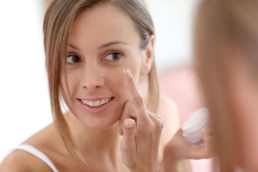 Recetas caseras para prevenir las arrugas de la piel. Cómo combatir las arrugas con cremas caseras. Tratamientos naturales antiarrugas
