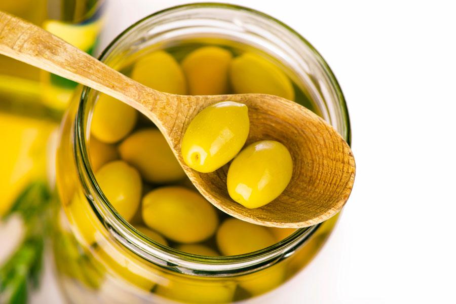 Recetas caseras para hacer aceitunas en salmuera y en aceite. cómo preparar aceitunas en aceite. ingredientes y preparación de aceitunas en salmuera