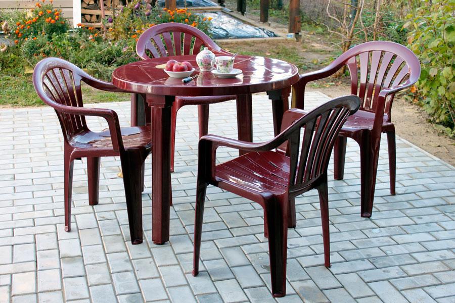 c mo conservar los muebles de pl stico del patio