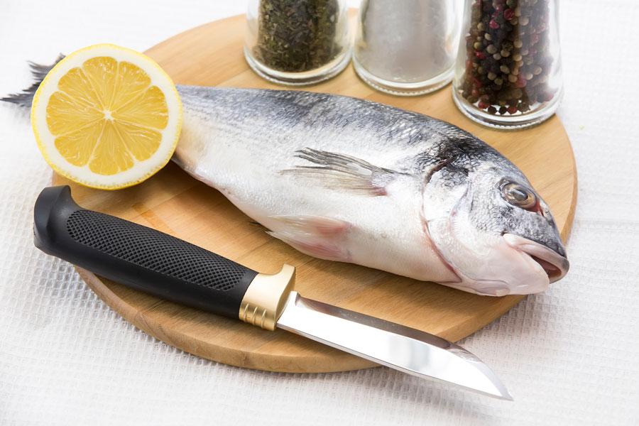 Cómo limpiar y cortar un pescado plano