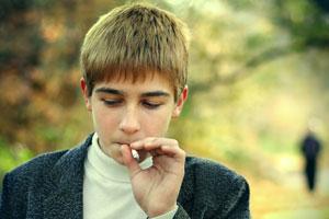 Es difícil hacer que los adolescentes no sientan ganas de fumar. Aquí consejos para que no empiecen a fumar