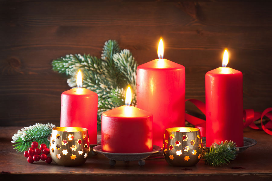 Ideas para decorar las velas en navidad. Velas navideñas para ambientar las fiestas de fin de año. Algunas ideas para decorar las velas en navidad.