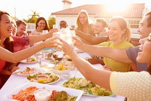 Hasta una reunión con amigos informal merece una buena organización. Lee estos consejos para organizar una reunión de amigos