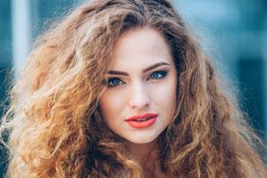 Mascarillas caseras para evitar el frizz en el pelo. Tratamientos naturales para combatir el pelo encrespado. Quitar el frizz en el cabello