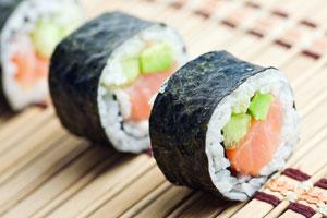 Cómo Preparar Sushi con Arroz y Espinacas