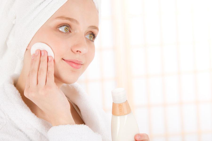 Cómo exfoliar la piel según su tipo
