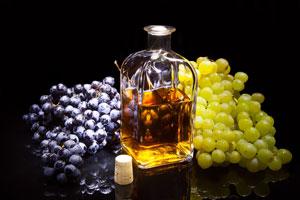 Cómo hacer uvas en aguardiente