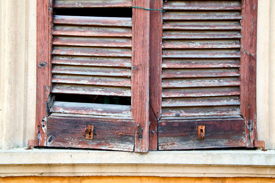 C mo reutilizar una vieja persiana de madera - Como cambiar una persiana ...