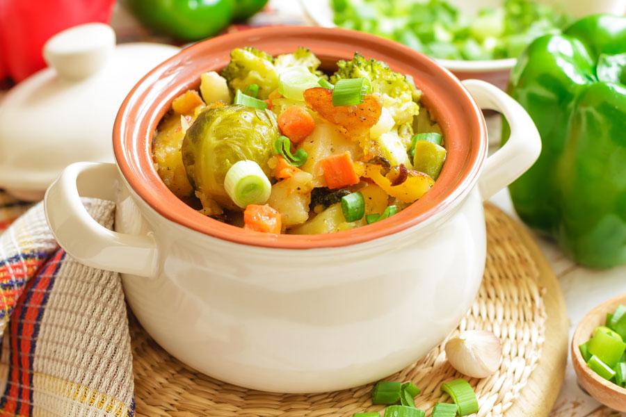 Recetas vegetarianas para hacer guisos. Guiso de choclo y de cardo, dos opciones vegetarianas. Ingredientes y preparación para hacer guisos sin carne