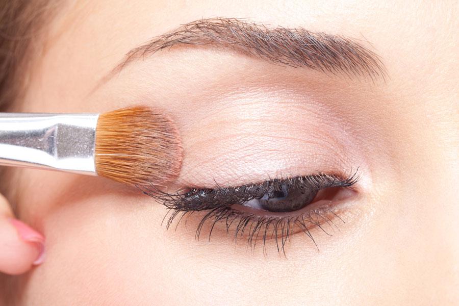 Cómo maquillarse en invierno con un estilo clásico