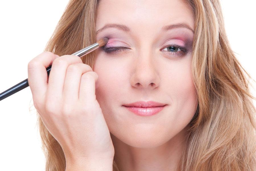 Cómo maquillar los ojos cansados