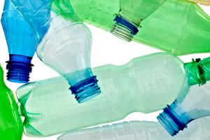 Pasos para crear bolsos o canastos con botellas de plástico. Reciclaje de botellas de plástico: creando un bolso o canasto