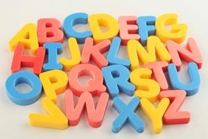 Cómo enseñarle el alfabeto a los niños con letras imantadas
