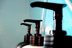 Cómo sustituir el acondicionador de cabello