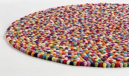 C mo hacer una alfombra con bolas de fieltro - Alfombras originales ...