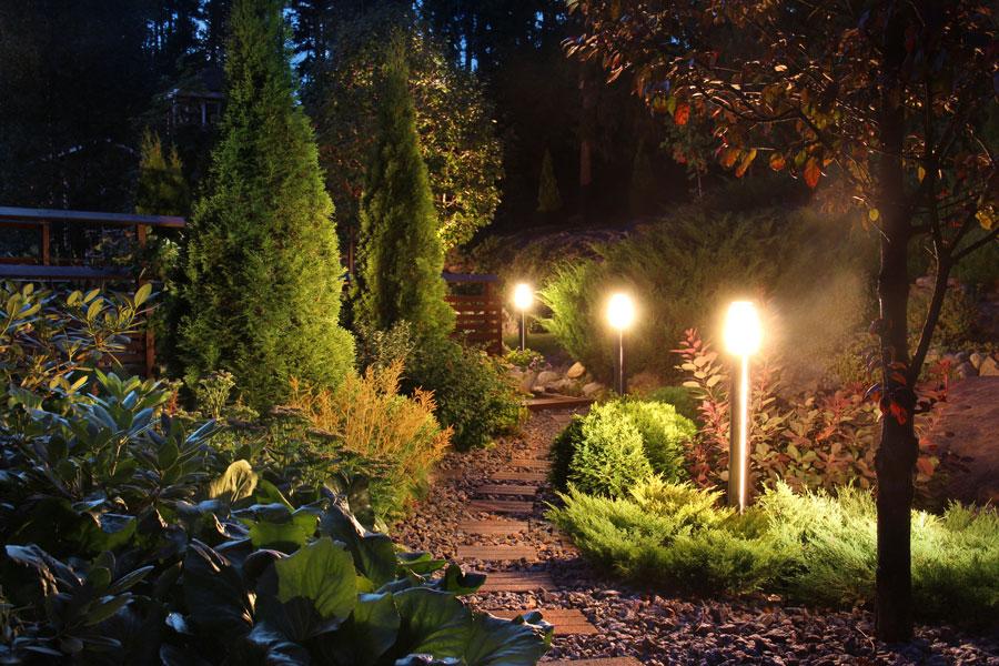 C mo dise ar la iluminaci n del jard n for Iluminacion para jardines interiores