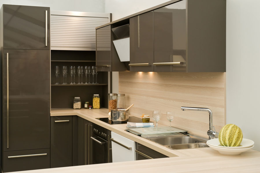 C mo ampliar el espacio de guarda en cocinas peque as for Cocinas en escuadra pequenas