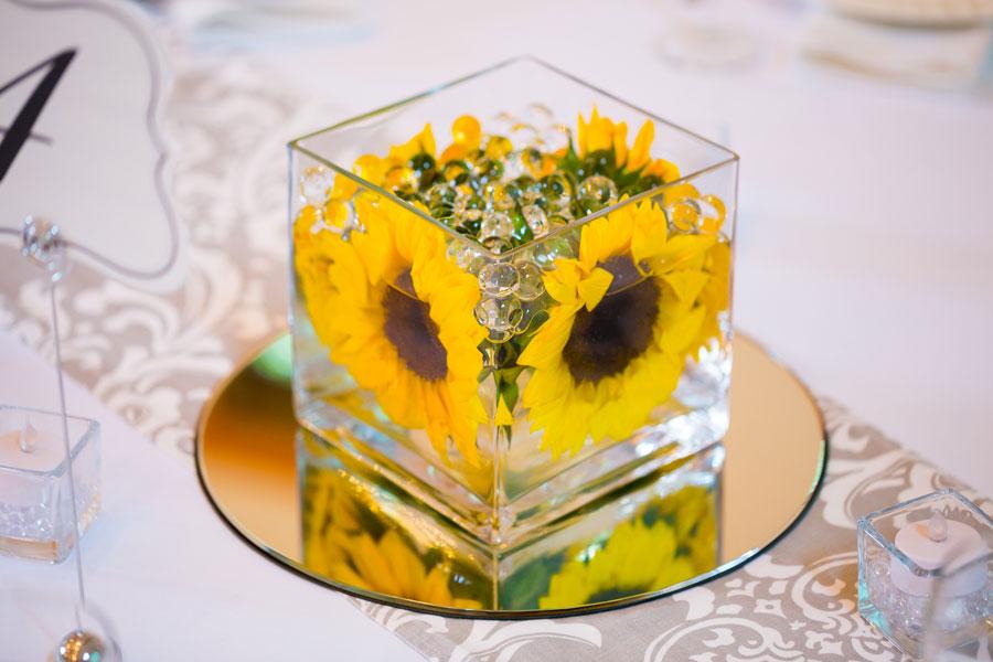 C mo hacer centros de mesa con una flor - Hacer un centro de mesa ...