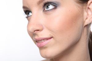 Tips para un maquillaje de día o de noche. Guia para maquillarte según el evento de día o de noche. Maquillaje diurno y nocturno