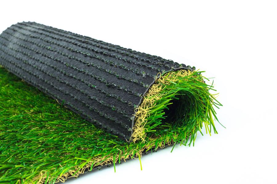 Guía par la colocación de césped artificial. Cómo instalar césped sintético en suelos de cemento o tierra. Pasos para colocar césped artificial